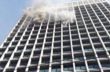 Incêndio atinge 16° andar de prédio comercial na Barra da Tijuca