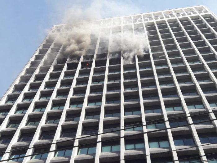 Incêndio atinge prédio na Barra onde fica instalada a Visão TV
