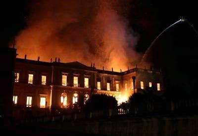 Incêndio destrói o Museu Nacional, o maior acervo da América Latina