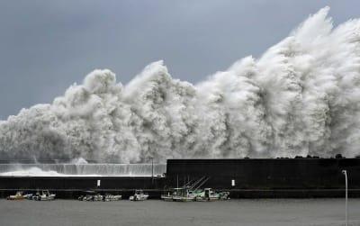 Japão enfrenta o maior tufão em 25 anos