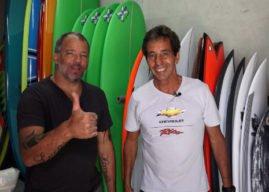 Rico de Souza mostra a fabricação de pranchas de surf